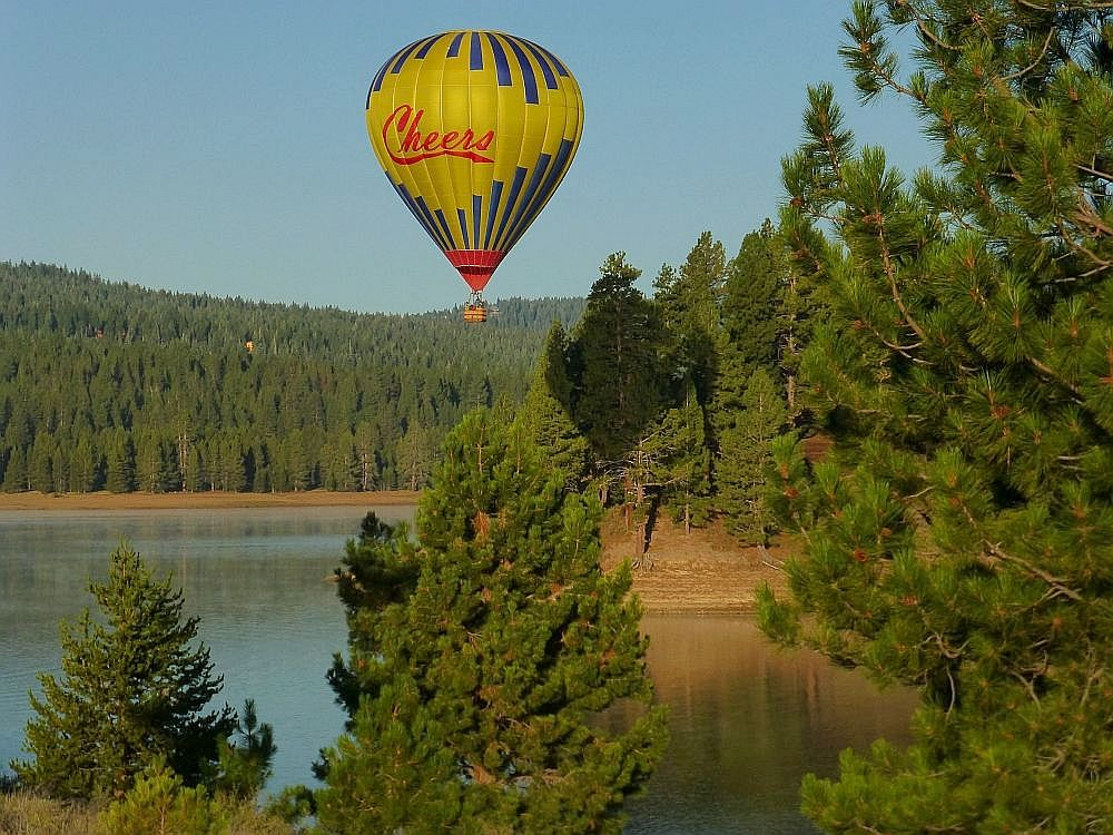 Cheers Balloon over Prosser Reservoir - © Cheers Over California, Inc